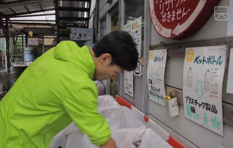 São 34 divisões para a separação do lixo e todos são obrigados a respeitá-las. | Foto: Reprodução/YouTube